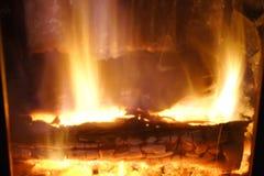 Brand Brandhout in de Open haard Heldere brand stock foto