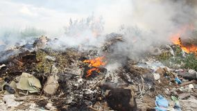 Brand brinnande byggnad, närbilddetaljer arkivfilmer