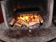 Brand in de grill Stock Afbeeldingen