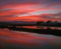 Brand in de Hemel Buitengewone rode zonsondergang royalty-vrije stock afbeeldingen