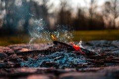 Brand in de open haard stock afbeelding