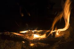 Brand in de open haard Warm huis Stock Afbeelding