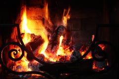 Brand in de open haardclose-up Stock Afbeeldingen