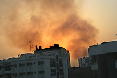 Brand in de stad royalty-vrije stock afbeeldingen