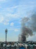 Brand die de fabriek branden Royalty-vrije Stock Afbeelding