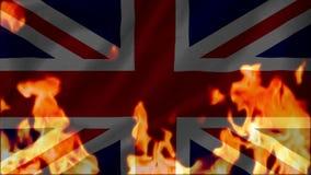 Brand die de Union Jack-vlag van het Verenigd Koninkrijk branden stock footage