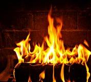 Brand in een Open haard stock afbeelding