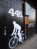 'Brand-Fett-nicht Öl-' Zeichen auf schwarzer Wand mit QR-Scan-Symbol und -pET Lizenzfreie Stockfotografie