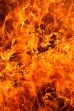 brand flamm många som rasar Royaltyfria Bilder