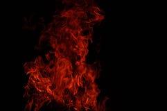 Brand flammar i svart arkivbild