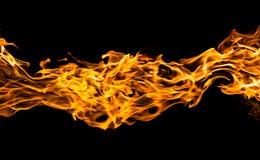 Brand flammar på svart Arkivfoton