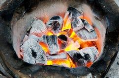 In brand gestoken steenkolen. Royalty-vrije Stock Afbeeldingen