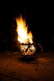 Brand i en korg arkivbilder