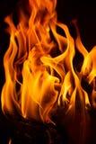 Brand i en spis med flammor royaltyfri fotografi