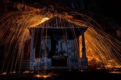 Brand i konst för chantrykänselreligion Arkivfoton