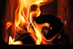Brand i pannan royaltyfria bilder