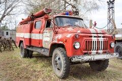Brand-motor retro sovjetisk bil Royaltyfri Foto