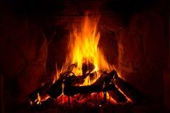 Brand och flammor som bränner i spisen Royaltyfria Bilder