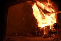 Brand op een houten oven royalty-vrije stock foto