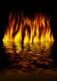 Brand op water op een zwarte achtergrond Stock Fotografie
