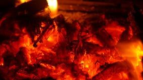 Brand in open haard stock videobeelden