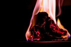 Brand på brännskadapapper med svart bakgrund slapp fokus Royaltyfria Bilder