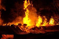 Brand på det industriella lagret Arkivfoto