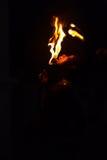 Brand som äter tungan för gataShowman som trycker på Kandy Royaltyfria Bilder
