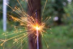 In brand stekend Bengaals licht ter beschikking met vage bakground close-upmening stock foto