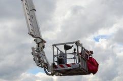 Brand-stridighet automatisk vevaxel-teleskopisk elevator Skåne Bronto Skylift F 51 RLX Arkivbild