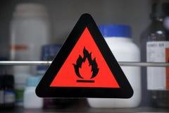 Brandbaar chemisch etiket stock foto's