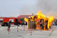 Brandbestrijder in actie Royalty-vrije Stock Afbeeldingen