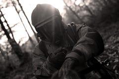 Brandbestrijder die handschoenen overnemen Royalty-vrije Stock Afbeeldingen