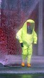 Brandbestrijders beschermende gele jumpsuit met voor bescherming van Royalty-vrije Stock Foto's