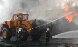Brandbestrijders bij uitbarsting stock foto's