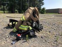 Brandbestrijderslaag en helm klaar te gaan Royalty-vrije Stock Afbeelding