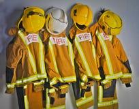 Brandbestrijdersuniformen Stock Foto's