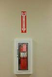 Brandblusapparaat op Muur Royalty-vrije Stock Afbeeldingen