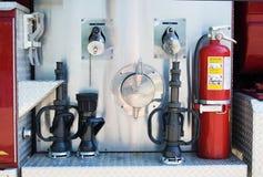 Brandblusapparaat op Vrachtwagen stock foto's