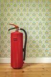 Brandblusapparaat voor retro bloembehang Stock Afbeeldingen