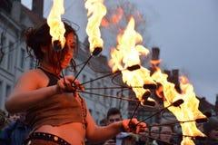 Branddansers bij de lente van festivalgent Stock Foto's