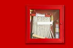 Brandeldsläckare och slang Royaltyfri Bild
