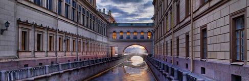 Branden van de Kluis over het de Winterkanaal in St. Petersburg Stock Foto