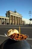 Brandenburg Brama i Curry Berlińska kiełbasa Obraz Royalty Free