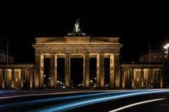 Brandenburg brama przy nocą w Berlin, kapitał Niemcy Zdjęcia Stock