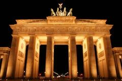 Brandenburg brama w Berlin przy nocą Obrazy Stock