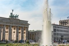 Brandenburg Gate and Pariser Platz with fountain, Berlin, Germany stock photography