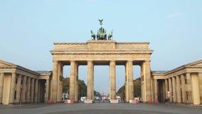 Brandenburg port (den Brandenburger toren) i Berlin, Tyskland stock video