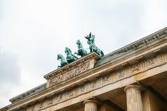 Brandenburg port i Berlin, Tyskland eller Förbundsrepubliken Tyskland Arkitektonisk monument i historisk mitt av Berlin Arkivbilder