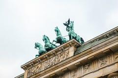 Brandenburg port i Berlin, Tyskland eller Förbundsrepubliken Tyskland Arkitektonisk monument i historisk mitt av Berlin Fotografering för Bildbyråer